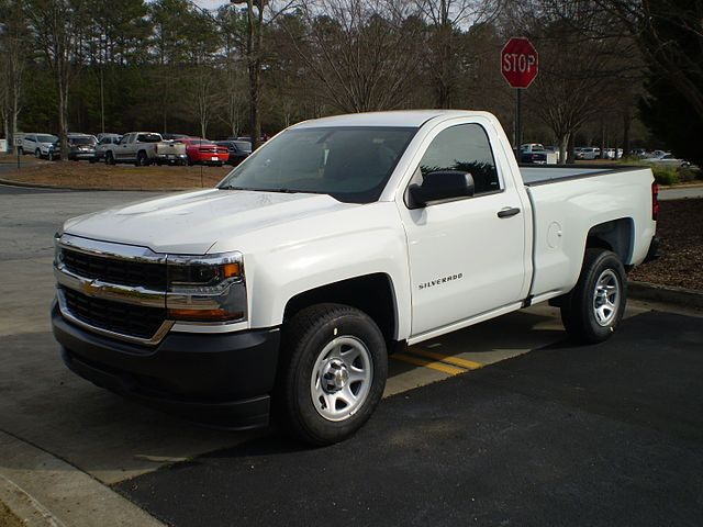 https://upload.wikimedia.org/wikipedia/commons/thumb/3/37/2017_chevrolet_silverado_1500_wt_regular_standard_obseve.jpg/640px-2017_chevrolet_silverado_1500_wt_regular_standard_obseve.jpg