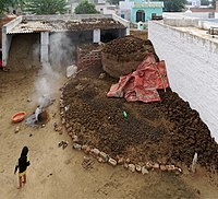 20191213 Cow dung fuel, Himtasar 1143 8405.jpg