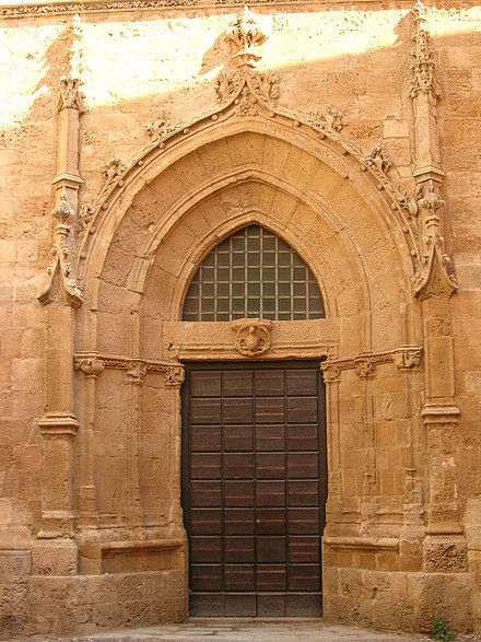 Gothic portal of the Cathedral of Alghero 26 Portal gotic de la catedral de Santa Maria (l'Alguer).jpg