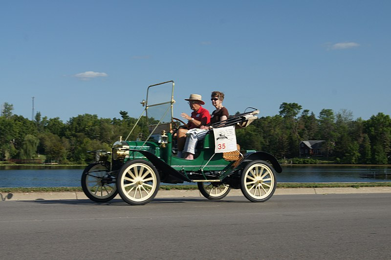 File:26th Annual New London to New Brighton Antique Car Run (7763277166).jpg