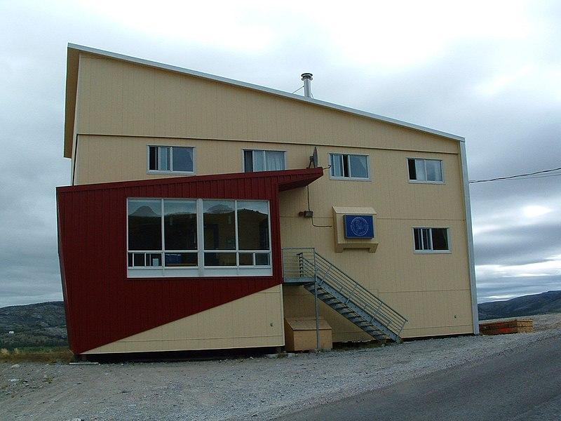 File:2850 LK Kangiqsualujjuaq Hotel.jpg