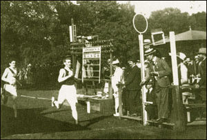 Alfred Tysoe - Tysoe winning the Olympic 800 m