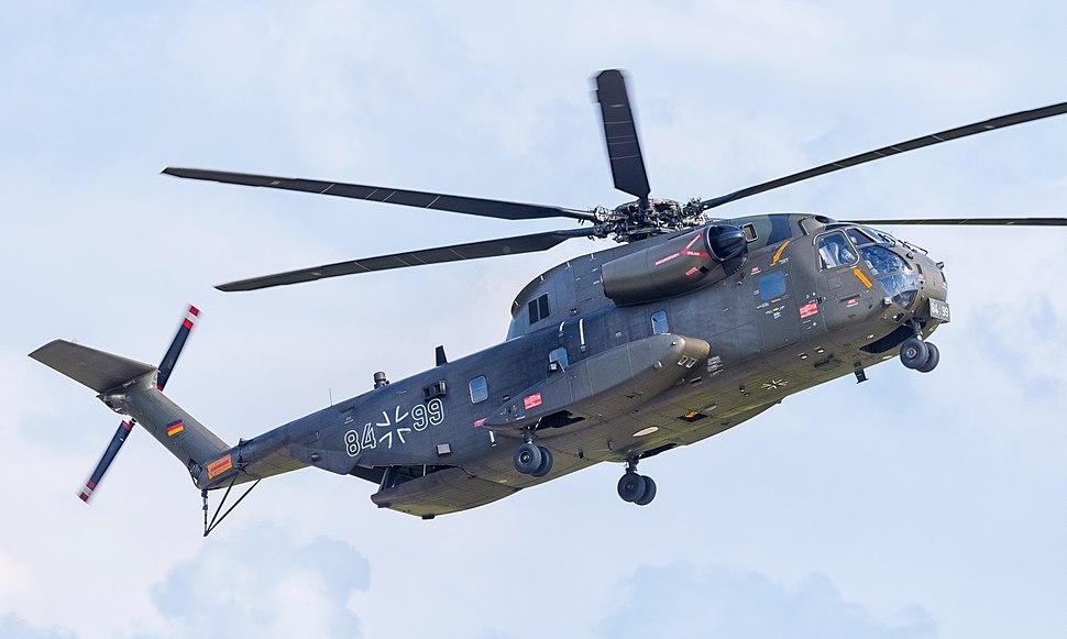 84%2B99 German Army Sikorsky CH-53G Super Stallion ILA Berlin (cropped)
