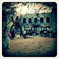 A-POIS Giuditta Nelli - Senegal 2012 - Île De Gorée, Dans la place, préparatifs d'une assemblée religieuse.JPG