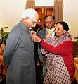 A delegation of the 'All India Federation of the Deaf' led by its President, Kum. Surrender Saini pinning a flag on the Vice President, Shri Mohd. Hamid Ansari, on the occasion of the 57th Flag Week of the Deaf, in New Delhi.jpg
