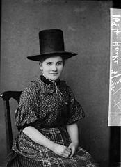 A woman in national dress (Henke)