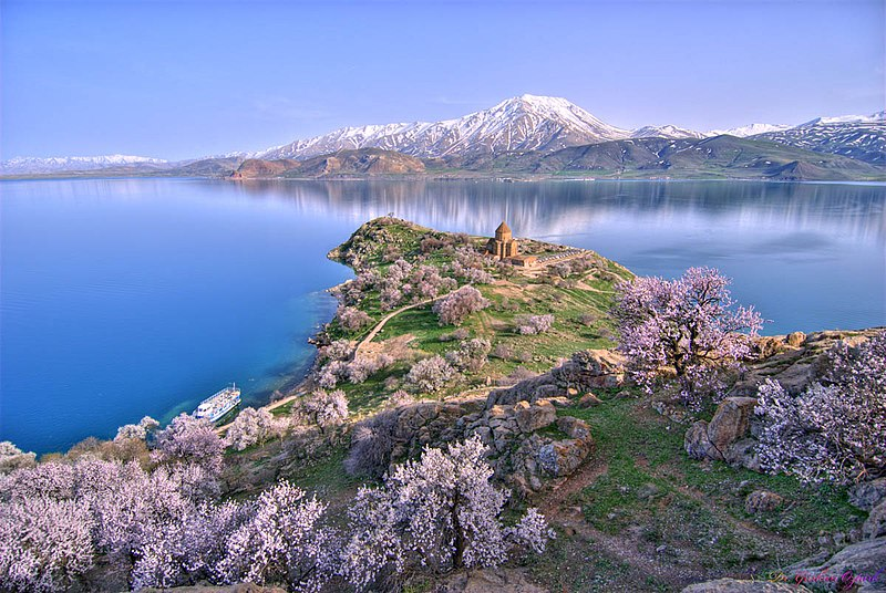 File:Akhtamar Island on Lake Van with the Armenian Cathedral of the Holy Cross.jpg