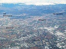 Vista aerea di Bergamo e hinterland