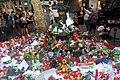 Altar a la Font de Canaletes després de l'atemptat a la Rambla de Barcelona.jpg
