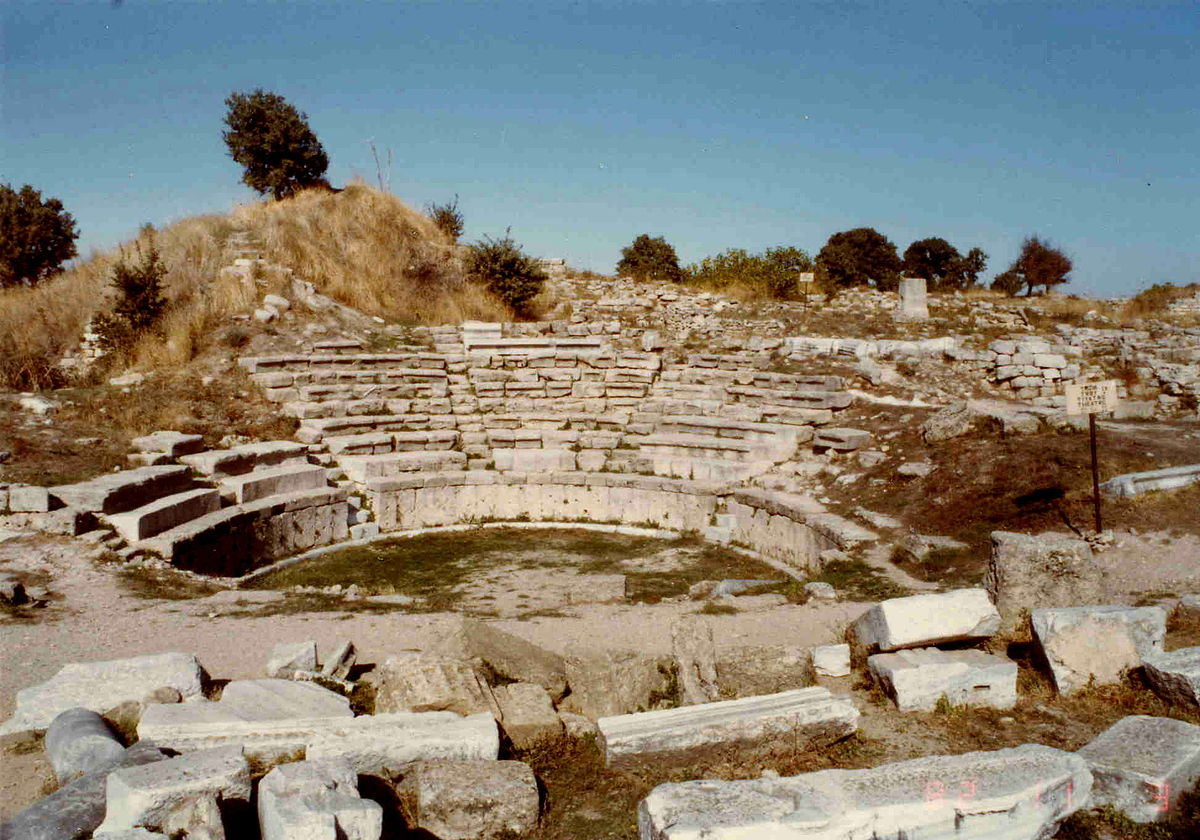 ancient discoveries troy essay In paris, he devoted himself to archaeological studies, and in 1868, he firstly  visited  however, not only the discovery of troy made him a famous  archeologist.