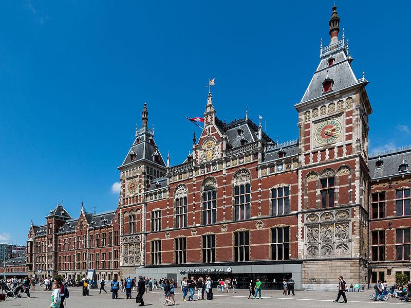 Gare centrale d'Amsterdam - Photo de Dietmar Rabich.