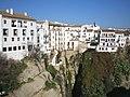 Andalucía - Ciudad de Ronda, las casas asomadas al abismo - panoramio.jpg