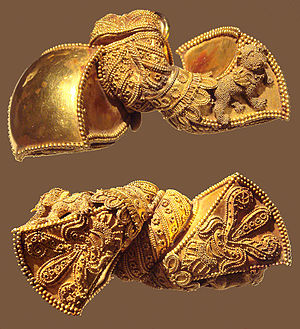 Shilpa Shastras - Image: Andhra Pradesh Royal earrings 1st Century BCE