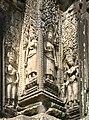 Angkor-Thommanon-16-Devatas-2007-gje.jpg
