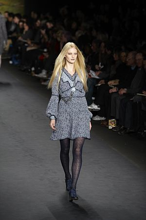 Holland's Next Top Model - Image: Anna Sui Fall Winter 2010 138