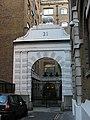 Arch with ram, 21 New Street, London - geograph.org.uk - 1969035.jpg