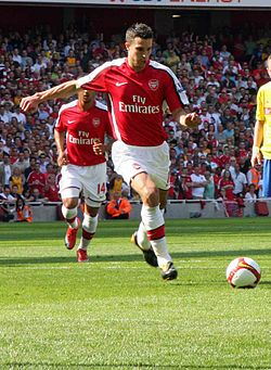 Arsenal v Stoke City FC - Robin Van Persie penalty cropped.jpg