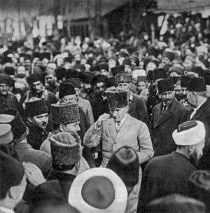 Zübeyde Hanım - Kemal on the day his mother died.