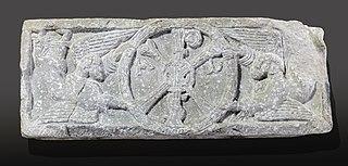 Chrisme porté par deux anges