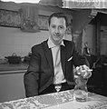 Auto in Leidsegracht van dokter De Groot , de heer A M van Leuffen redder van , Bestanddeelnr 915-9339.jpg