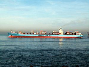 Axel Maersk p3, leaving Port of Rotterdam, Holland 24-Jan-2006.jpg