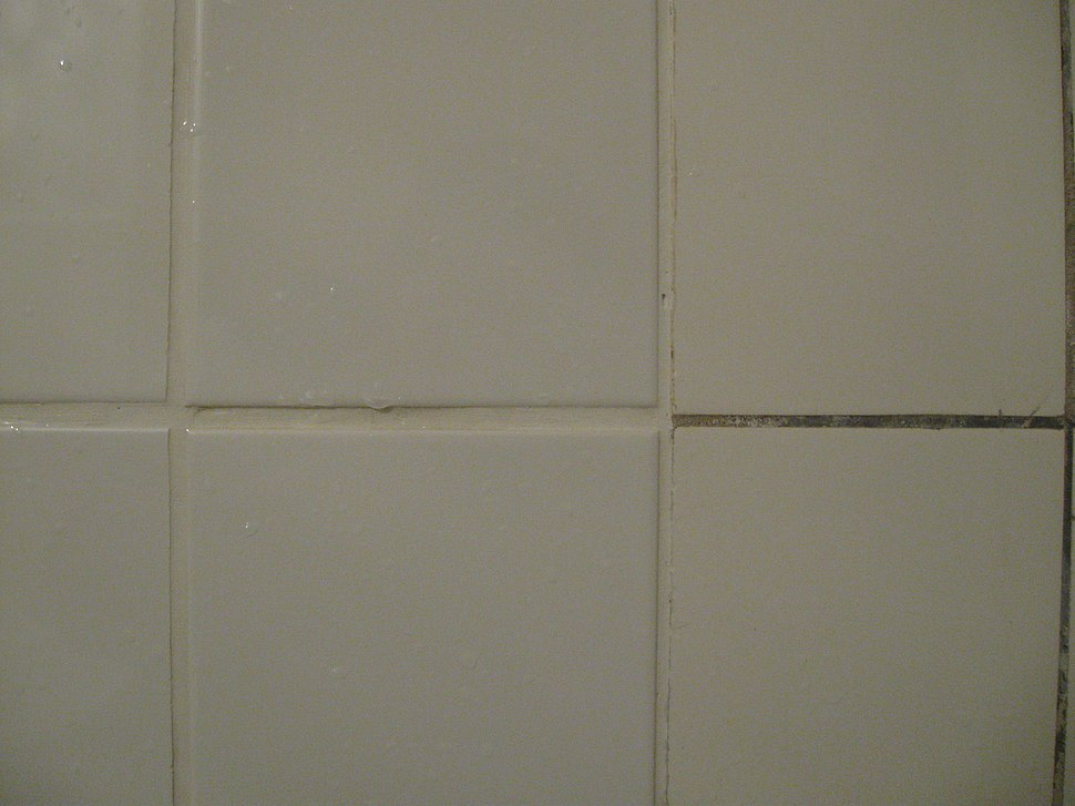 Bílá a šedá špárovka detail