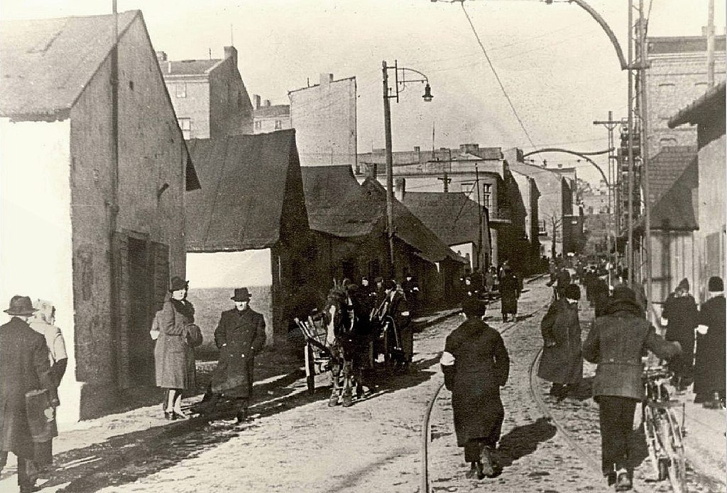 File:Będzin-Ghetto-1942-ul-Modrzejowska.jpg