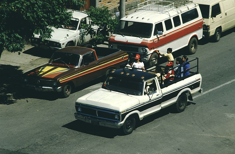 File:B2 Ecuador 011 impressions of Quito, 1985.jpg