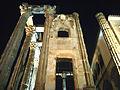 Balcón lateral en el Templo Romano de Diana.jpg