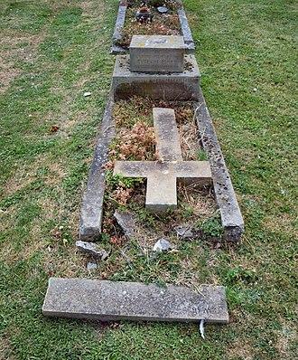 Baldock Cemetery - Image: Baldock Cemetery Mason