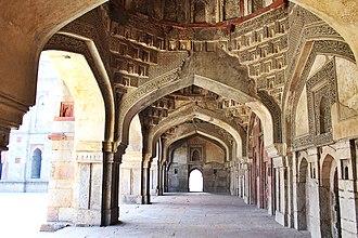 Bara Gumbad - Image: Bara Gumbad Mosque, Lodi Gardens Interiors 1