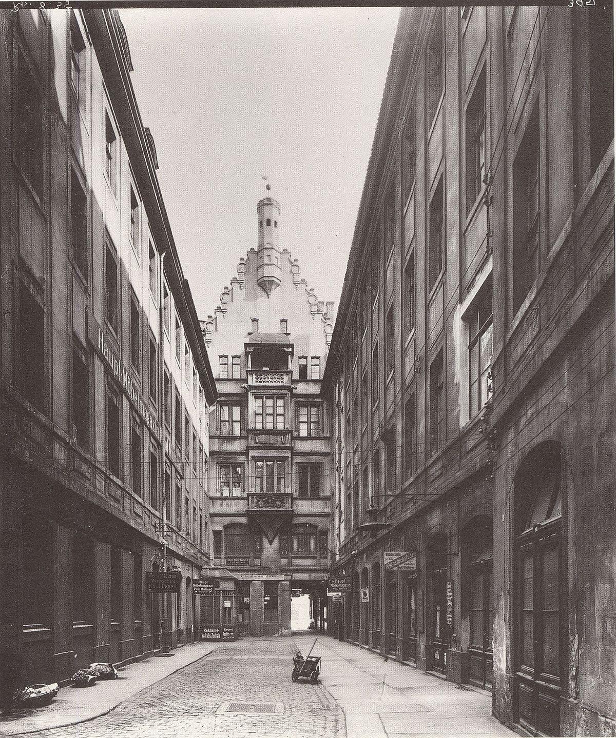 Barthels Hof Leipzig um 1900.jpg