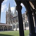 Bayonne-Les flèches de la cathédrale VC-20120714.jpg
