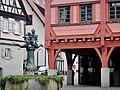 Beim 366 km langen Neckartalradweg, Marktplatz in Plochingen mit Marktbrunnen von Karl Ulrich Nuß (1978), Fischmann und Fischfrau thronen als Symbole für den Zusammenfluß der Flüsse Fils und Neckar. - panoramio.jpg