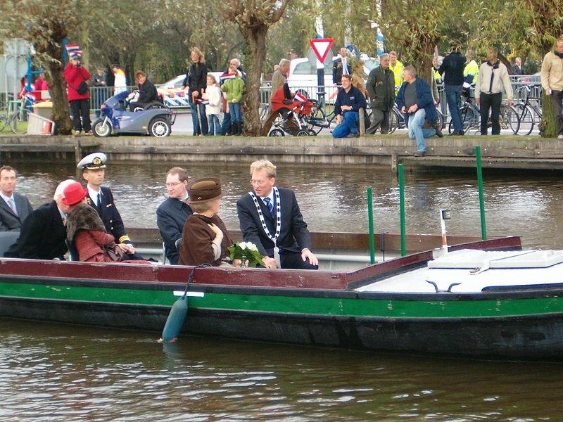 File:Bezoek koningin Beatrix 2005 - 008.jpg