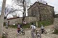 Biciklistat dhe kulla e Sali Mazrekajve.jpg
