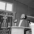 Bijeenkomst in een jesjiva (Talmoedschool). Een rabbijn geeft uitleg aan de leer, Bestanddeelnr 255-3045.jpg