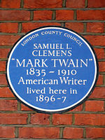 Blue Plaque commemorating SAMUEL L. CLEMENS MARK TWAIN 1835-1910 American Writer lived here in 1896-7.JPG