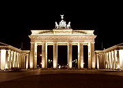 Berlin 180px-BrandenburgGate_FrontatNight_June_2004