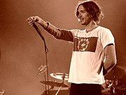 Brandon Boyd live im Jahr 2004 (Quelle: de.wikipedia.org)
