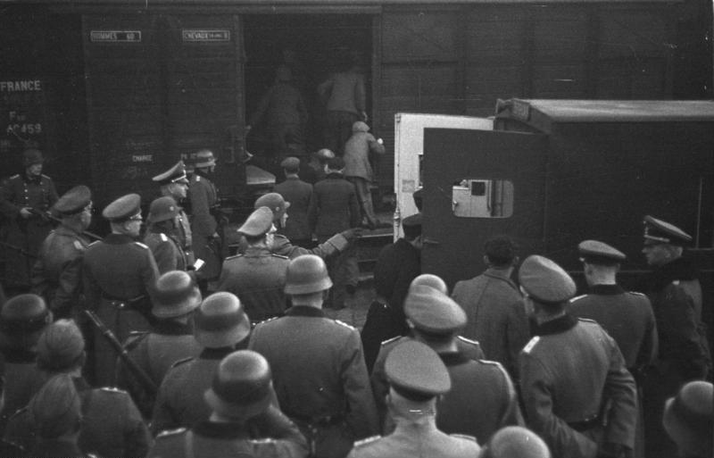 Bundesarchiv Bild 101I-027-1476-20A, Marseille, Gare d'Arenc. Deportation von Juden