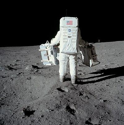 living apollo astronauts - 646×650