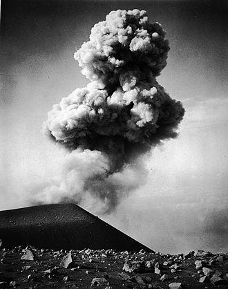 Semeru - Image: COLLECTIE TROPENMUSEUM De vulkaan Semeroe in het Ijang gebergte van Oost Java. T Mnr 60003694