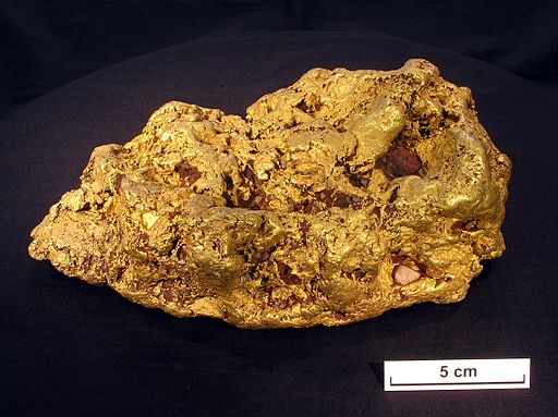 CSIRO ScienceImage 10458 An 8 kg nugget from Victoria that was cut in two and had a thin slice