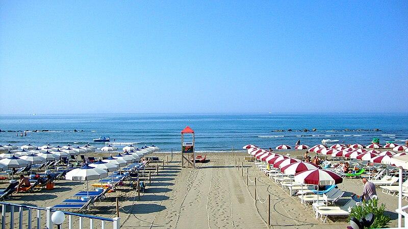 File:Castiglione della Pescaia - Seaside.JPG