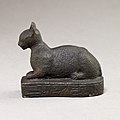 Cat on base inscribed for Bastet and an offerer MET 04.2.476 EGDP014453.jpg
