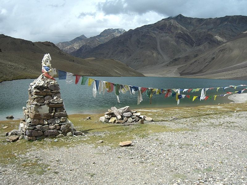 File:Chandra tal (Moon lake) located at 4200m near the Kunzum pass separating the Lahul and Spiti.jpg