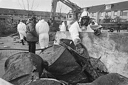 Chemische stoffen in Lekkerkerk worden opgegraven.jpg