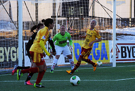 Press playing for Tyreso FF at the Svenska Supercupen, 2013 Christen Press Supercupen 2013.jpg