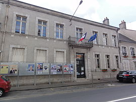 The town hall in Cléry-Saint-André